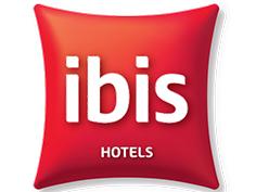 Logo Ibis, partenaire officiel de National de Pétanque